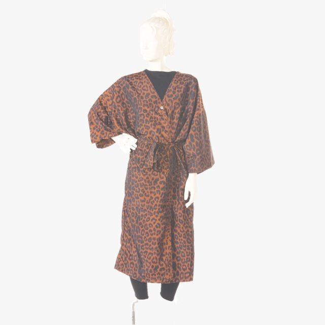 Custom Hairdressing Gown, Salon Gowns, Vintage Barber Gowns in Black